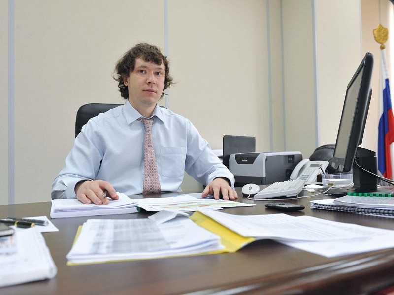 Экс-министр ЖКХ Самарской области избегает судов против продвинутого им экс-главы ФКР
