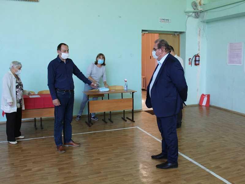 Проголосовавшие по вопросу Конституции глава Тольятти и губернатор Самарской области рассказали об абсолютной безопасности процесса и поразмышляли о грядущих поколениях