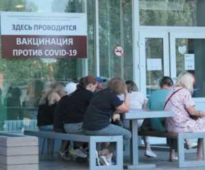Тольяттинцы тратят часы на очереди за вакцинацией от коронавируса