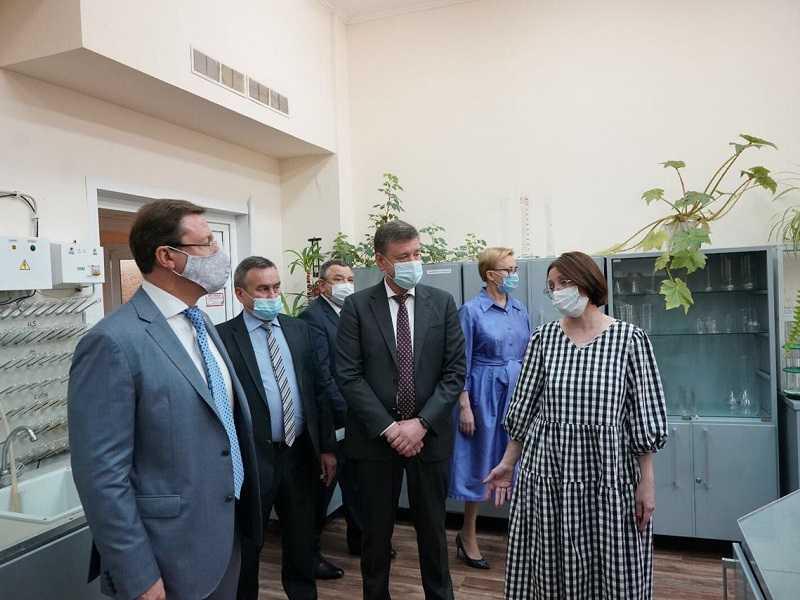 Дмитрий Азаров посетовал на несоблюдение жителями Самарской области масочного режима