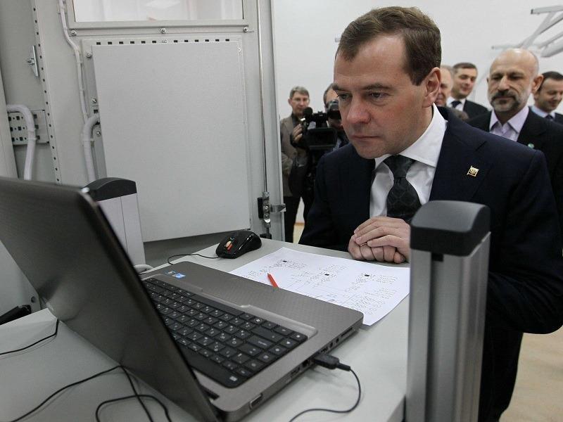 Медведев пообещал россиянам возможность следить за коммуналкой соседей