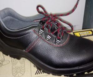 Ноги вазовцев страдают в неудобных рабочих ботинках (ФОТО)