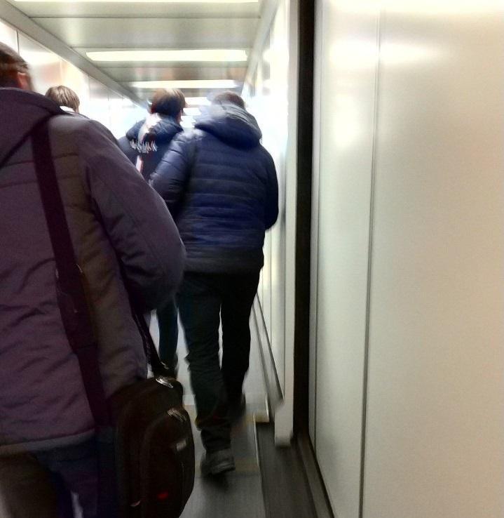 Задержанного в Москве Артема Семенова встретили в аэропорту Курумоч