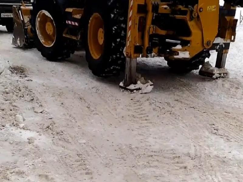 Снегоуборочный трактор накручивает пробег в Тольятти?