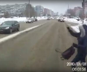 Бег через дорогу в капюшоне и идиотский режим работы светофоров опасны для здоровья