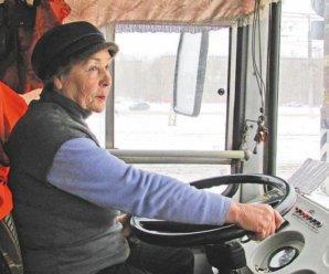 Водитель тольяттинского троллейбуса с 50-летним стажем: в советское время хорошо платили, а автомобилисты уважали