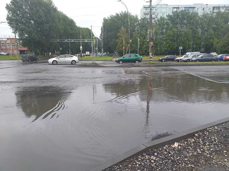 В Тольятти традиционно утонули некоторые пешеходные переходы