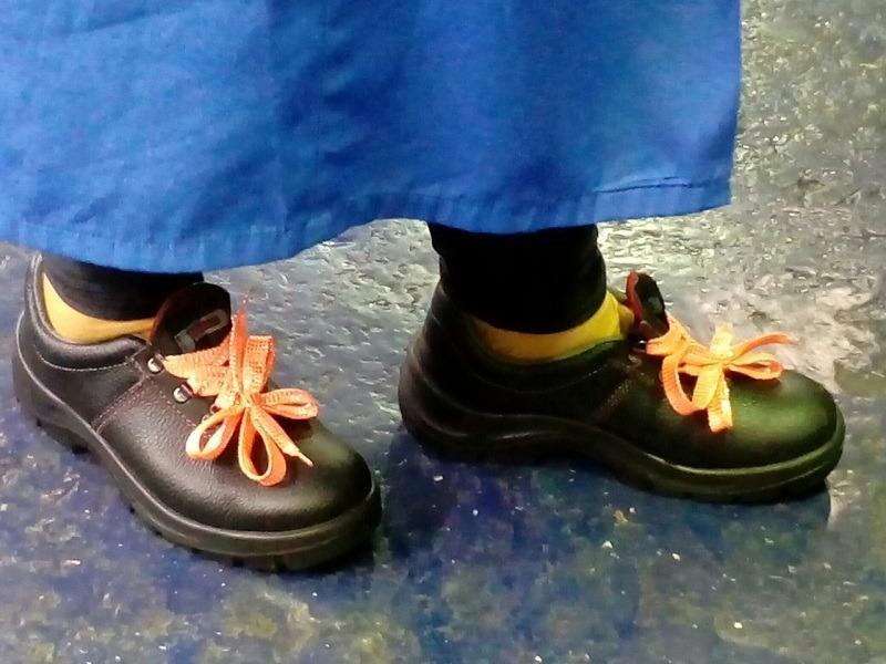 Ноги вазовцев страдают в неудобных рабочих ботинках