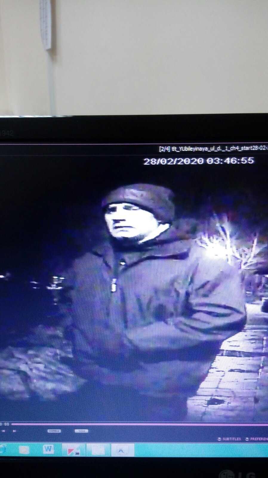 """Полиция Тольятти разыскивает """"обносящего"""" салоны автомобилей мужчину (ФОТО)"""