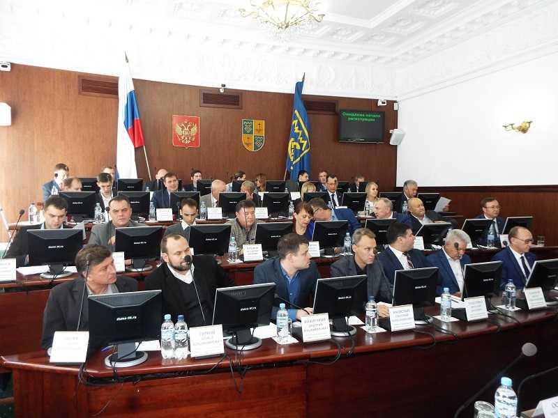 Руководители ЕР и СР в гордуме охарактеризовали фракцию КПРФ как конгломерат отдельных группировок