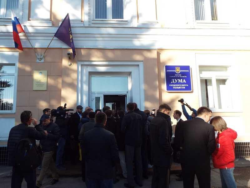 Требуемые для журналистов бейджики в тольяттинской думе озадачили депутатов других городов