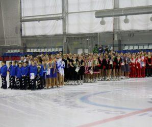 Тольяттинские фигуристки-синхронистки вновь блеснули на льду
