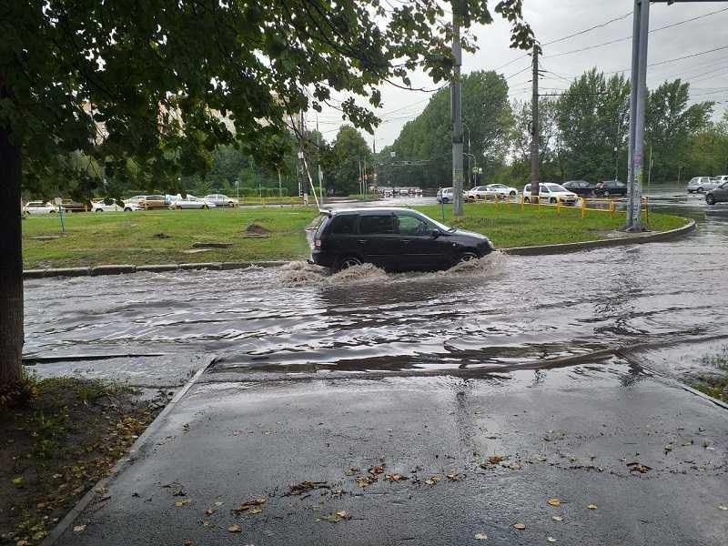 Горадминистрация Тольятти рассказала о борьбе с потопом после обычного летнего дождя