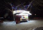 В новогодние праздники улицу Дзержинского от новогодней серости спасал одинокий ларек шаурмы